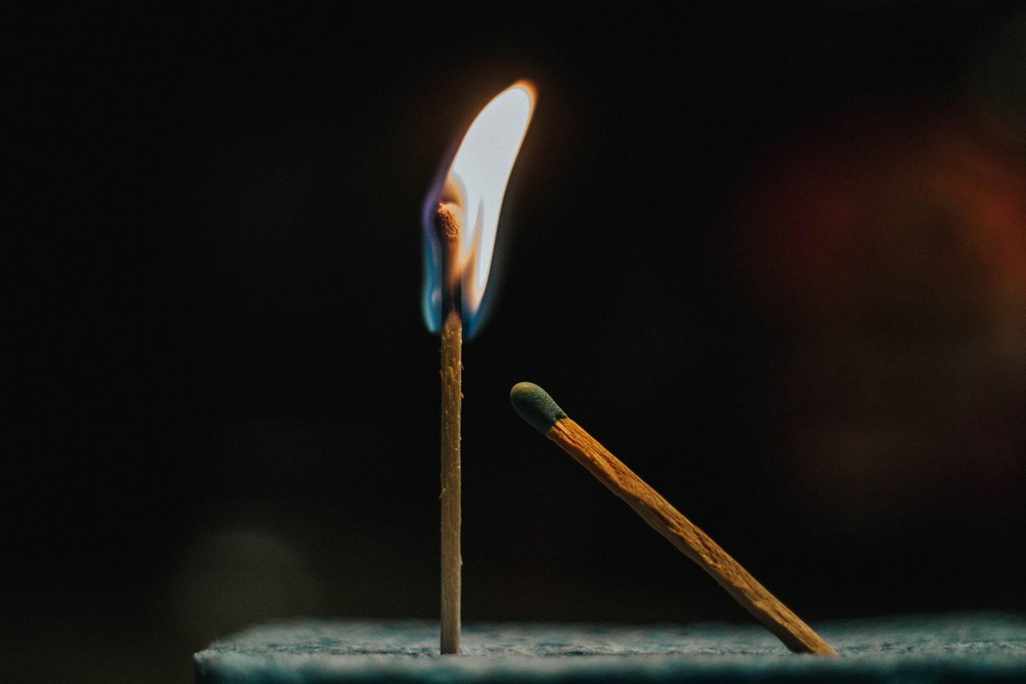 Pater Karel Informatie - In duisternis geeft een lucifer veel licht
