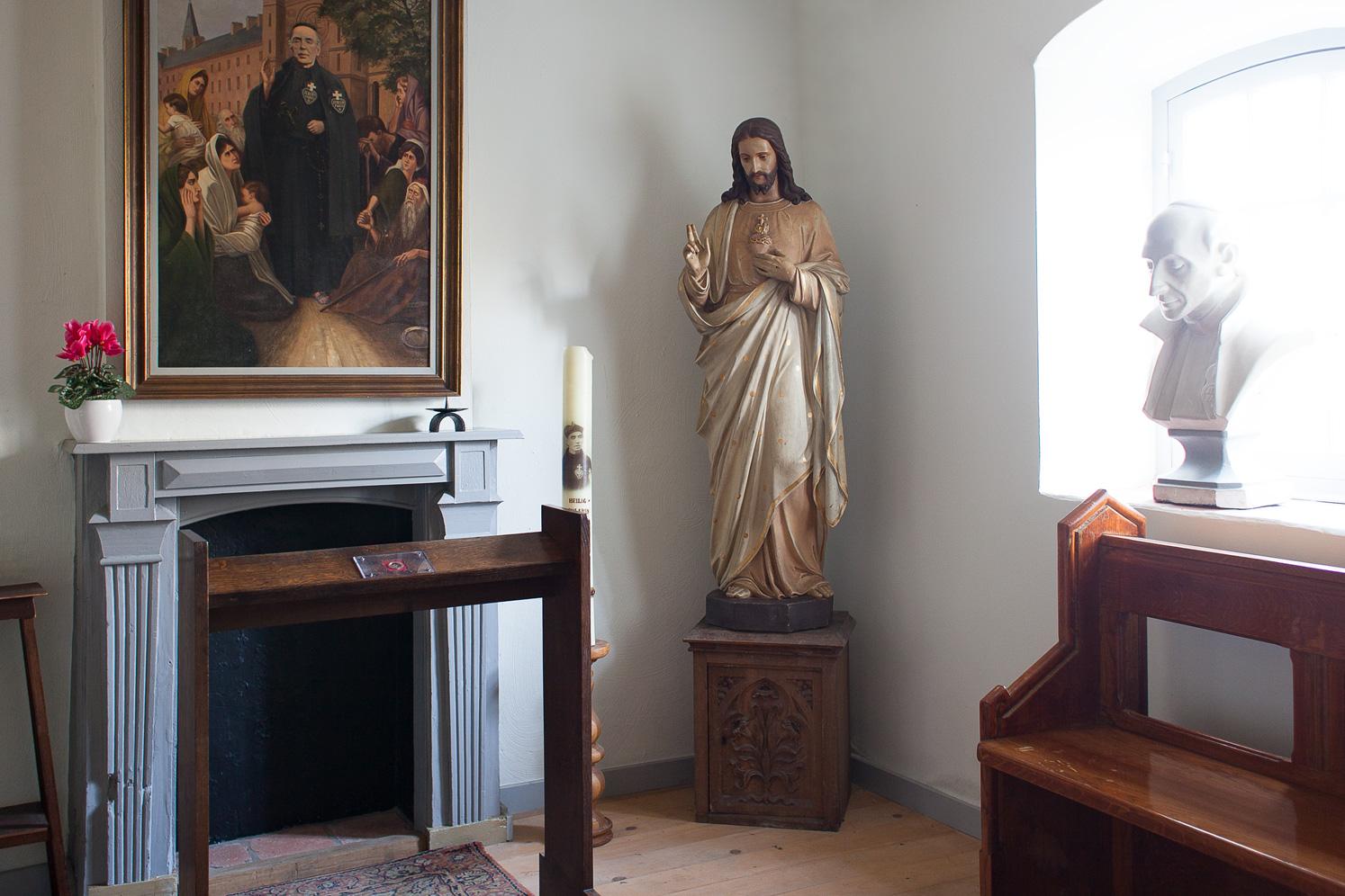 De kleine Kapel in de geboortekamer van Pater Karel